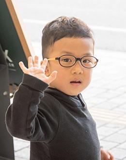 https://www.megane-eye.com/children/hold/sanokun2.jpg