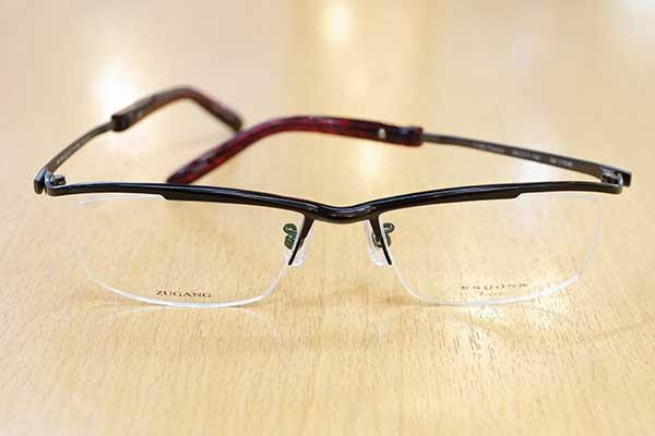 https://www.megane-eye.com/new/hold/km1754-1.JPG